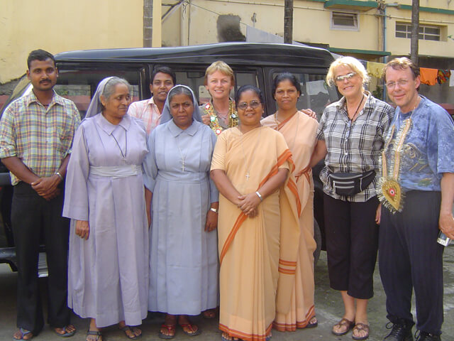 2007: Saskia Raevouri, Sue Tennant and Dr. John Lange with SSH sisters and convent staff in Patna.